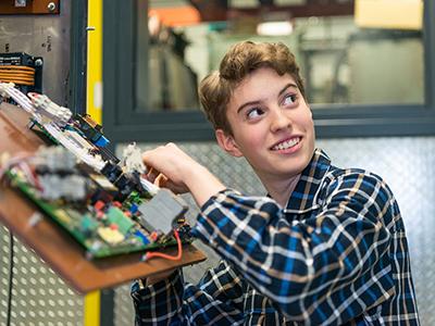 Technisches Jahr für junge Frauen – jetzt bewerben und zum 01.09.2021 dabei sein!