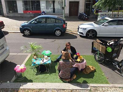 Ein Parkplatz wird zum Mini-Park