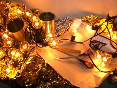 Upcycling-Aktion: Eine Lichterkette aus Verpackungsmaterial